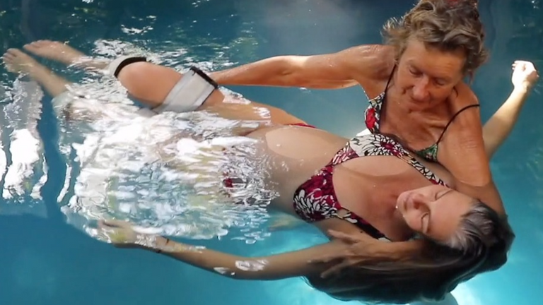 Floating massage in water for Pregnant women and their partners