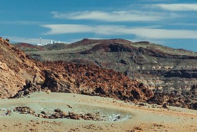 Лавовые поля и вид на обсерваторию.