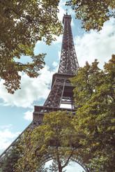 Вид на Эйфелеву башню, Париж. View of the Eiffel Tower, Paris.