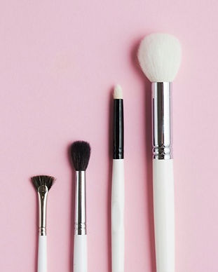 different-type-makeup-brushes-row-pink-b