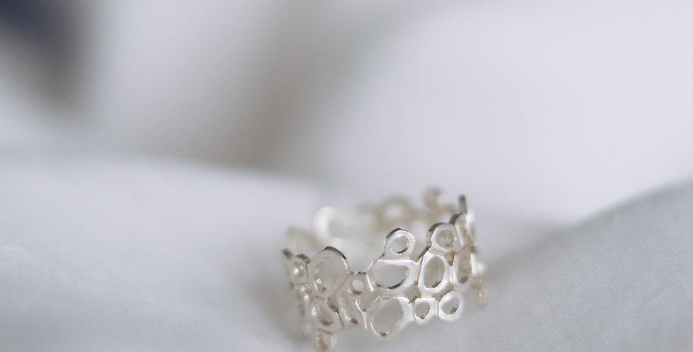 Graceful Balance Ring