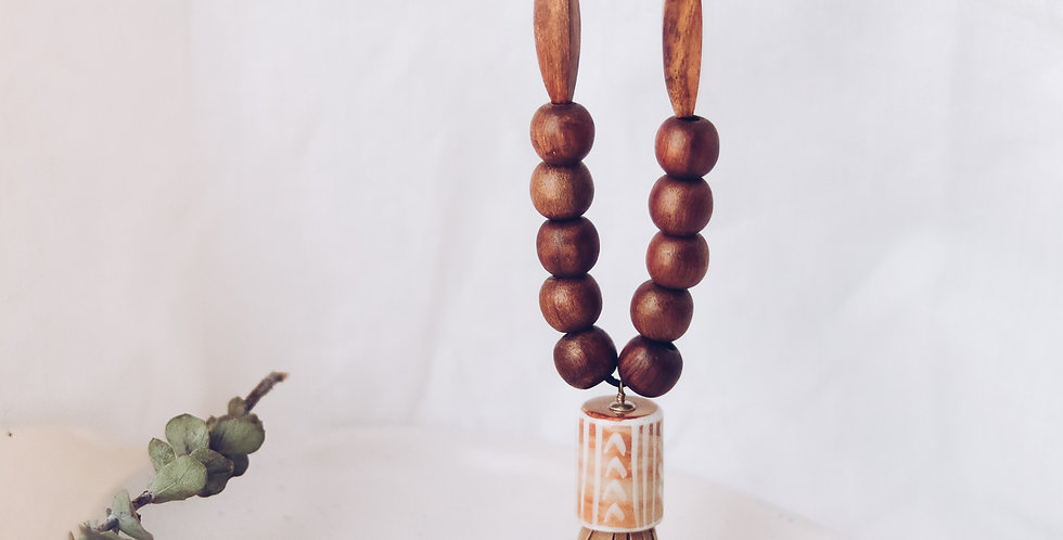 Wooden Beads Pendant Necklace with Leather Tassle