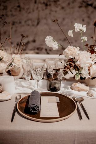 Menu et marque-place mariage minéral minimaliste et élégant