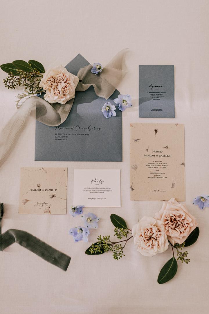 Faire-part mariage bleu papier artisanal fleurs séchées