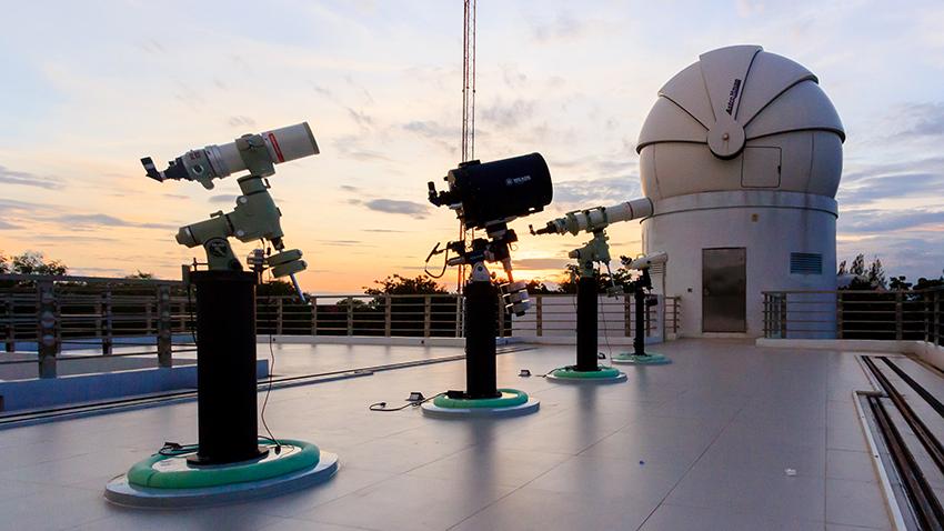 ASTRONOMY&TELESCOPE