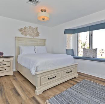 Bedroom 3: Queen