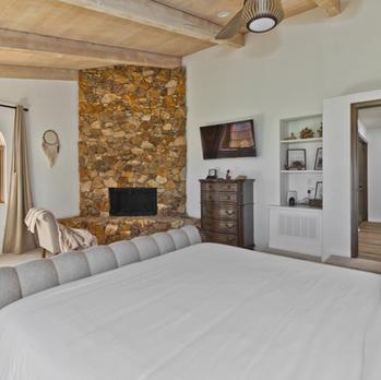 Bedroom 2: King