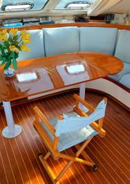 Dining_table_woodfloor