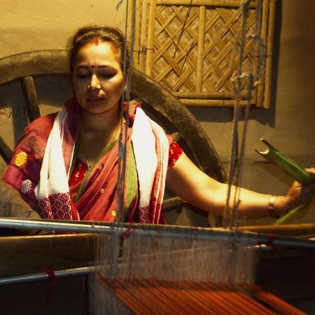 Kaziranga women are turning waste plastic into traditional handloom products| By Rachana