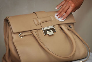 leather handbag cleaning