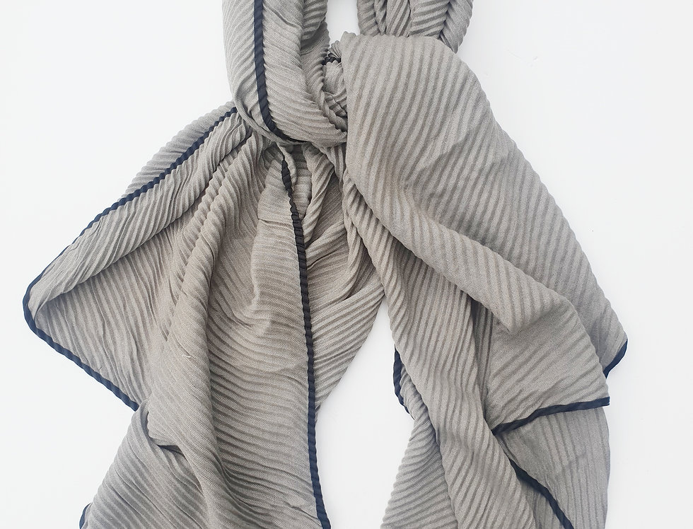 Scarf with Folds - Grey