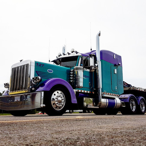 Purple peterbilt