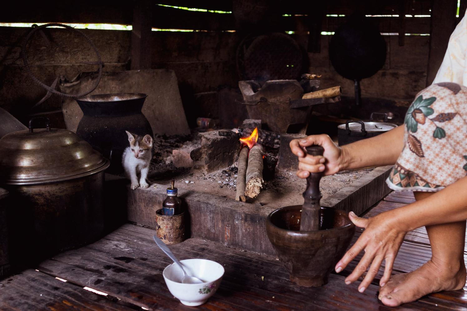 Préparation du piment (Laos)