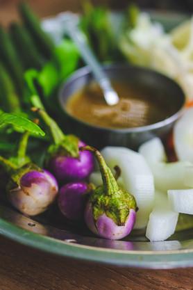 Aubergines amères et sauce aux arachides (Myanmar)