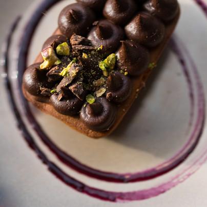 Petit gâteau à la fève tonka, ganache chocolat et huile d'olive