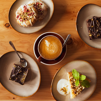 Brownies à la patate douce, carré caramel aux noix de cajoux, gâteau panais et noix de coco (vegan)