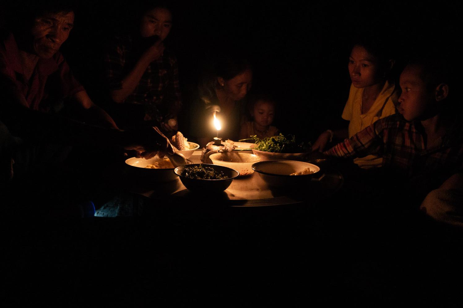 Dîner à la campagne (Laos)