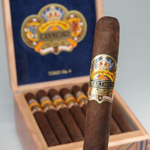 JC Newman Diamon Crown Maximus at the Tobacco Pouch