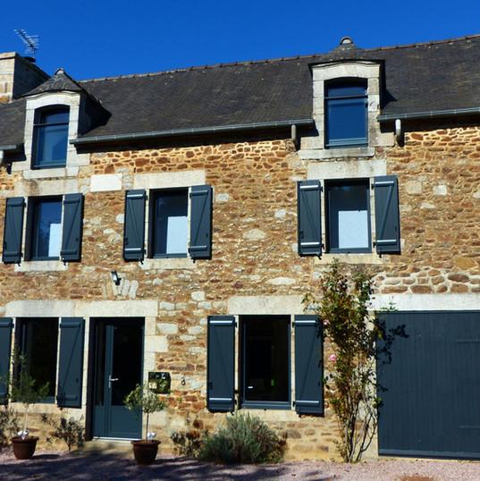 Fenêtre maison traditionnelle bretonne