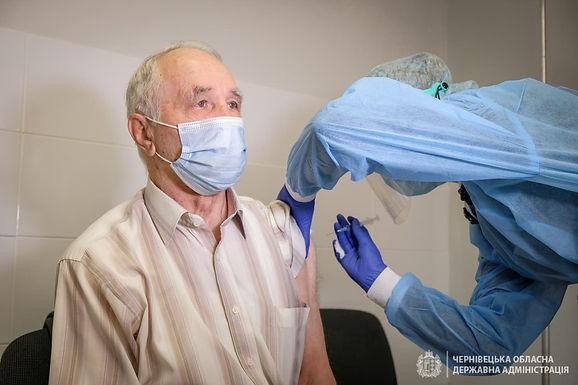 За місяць від covid-19 вакцинували близько чотирьох тисяч буковинців