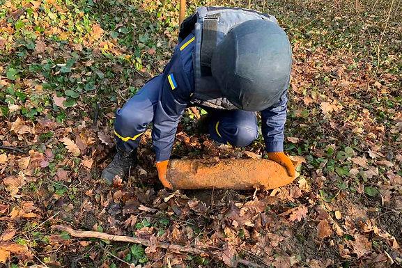 В лісі біля Боян знайшли снаряд