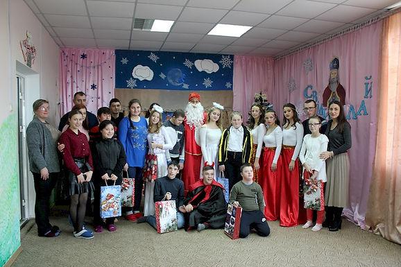 Студенти привітали вихованців дитсадка і реабілітаційного центру