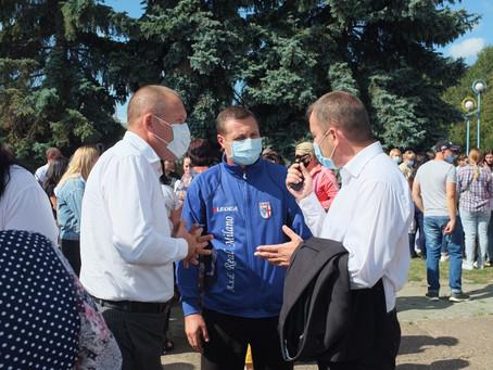 У Новоселиці провели пікет проти дистанційного навчання у школах