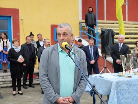 Нардеп не пообіцяв встановити на новоселицькому стадіоні покриття бігових доріжок