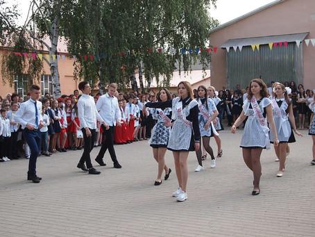 У навчальних закладах Новоселиччини сьогодні пролунає останній дзвоник