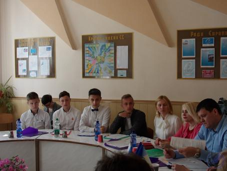 У Новоселицькому ліцеї відбувся круглий стіл щодо впровадження екологічного проекту