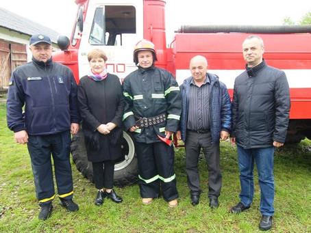 Котелівські пожежники отримали комплект форми і обладнання
