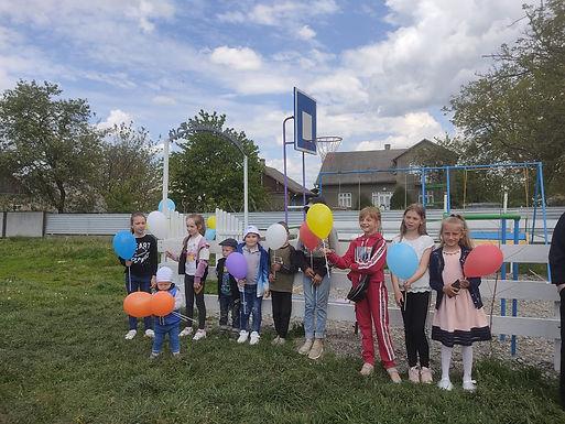 У Новоселицькій громаді відкрили дитячий майданчик