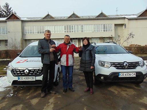 Амбулаторії громади отримали автомобілі і медичне обладнання