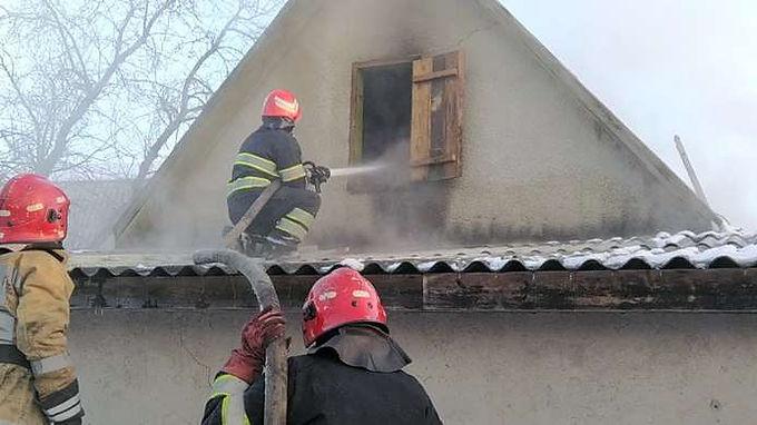 У Довжку під час пожежі травмувався чоловік