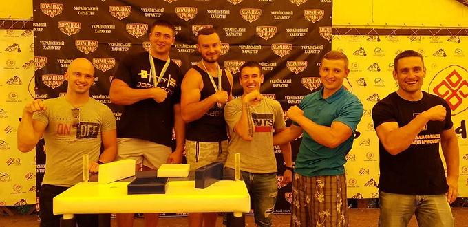 Силачі з Новоселиччини на турнірі в Новодністровську