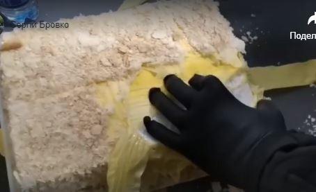 Намагався вивезти контрабанду у… торті: відео