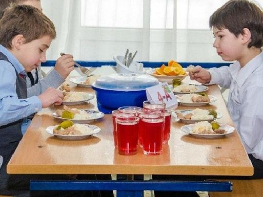 """Вже з 1 вересня дітей у школах харчуватимуть """"по-новому"""""""