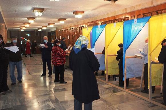 В Україні офіційно оголосили результати місцевих виборів в 64 місцевих радах