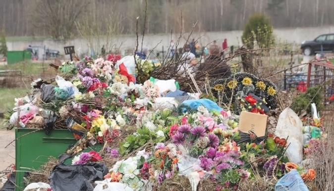 У Новоселицькій ОТГ можуть заборонити пластикові квіти на цвинтарях