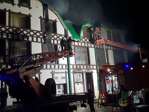 """У Новоселиці горить готель """"Валерія"""""""