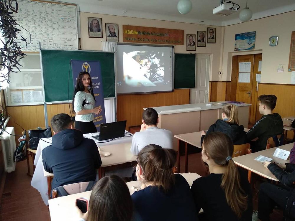 Школярам с. Котелеве Новоселицького району презентували професію військового