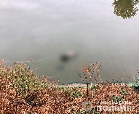 Відео: Неподалік від Новоселиці знайдено понівечене тіло вбитого чоловіка