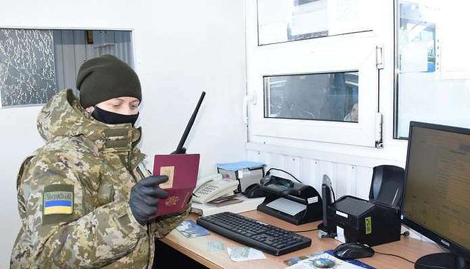 """На КПП """"Мамалига"""" затримали іноземку з підробленими документами"""