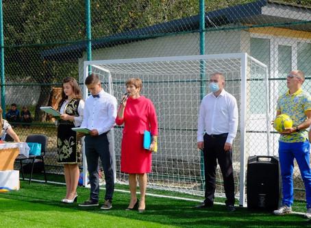 У Рокитному відкрили футбольний майданчик із штучним покриттям