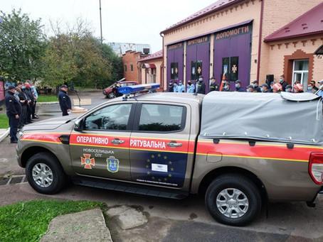 У Новоселиці завершили проєкт, за яким придбано пожежний джип і спорядження для волонтерів