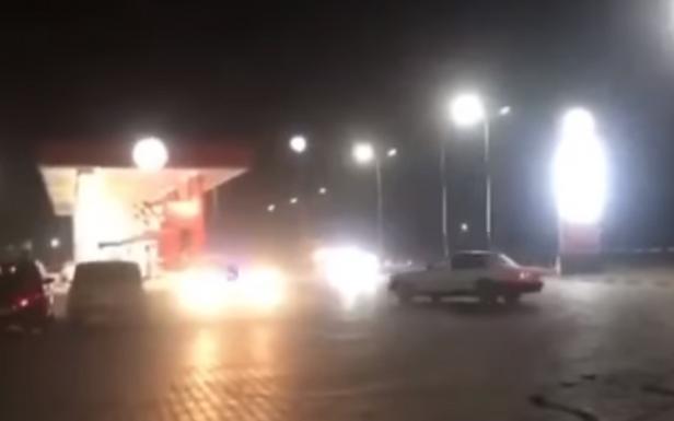 """""""Дріфтер"""" у Магалі на АЗС розбив і свою, і чужу машину: відео"""