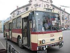 У Чернівцях тролейбуси №2 і №4 не курсуватимуть через провалля на дорозі