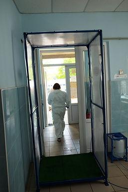 В Новоселицькій районній лікарні встановили першу дезінфекційну рамку
