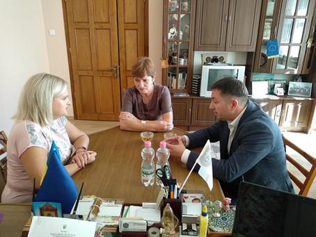 Кервіник обласного центру зайнятості знайомилась із ситуацією в Новоселицькій громаді