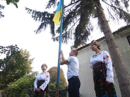 У Новоселиці урочисто підняли Державний Прапор